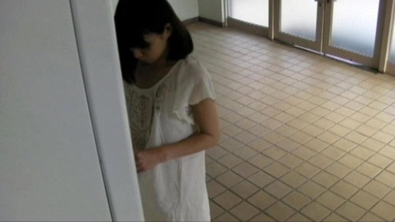 千葉県某スタジオ自販機直下型パンモロ キャプチャー画像 3枚目