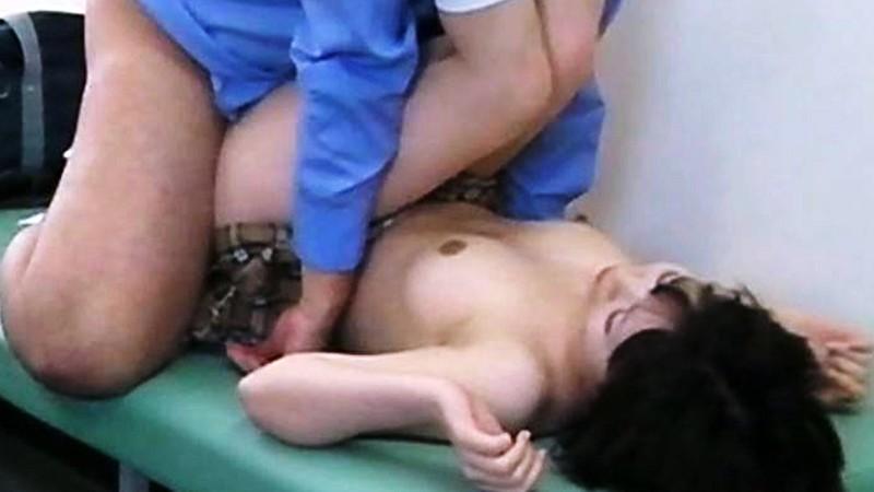 あどけなさの残る少●に陰部を露出するなりすまし医療従事者盗撮4 キャプチャー画像 19枚目