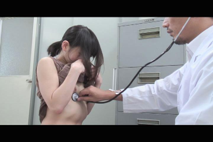 あどけなさの残る少●に陰部を露出するなりすまし医療従事者盗撮5 キャプチャー画像 4枚目