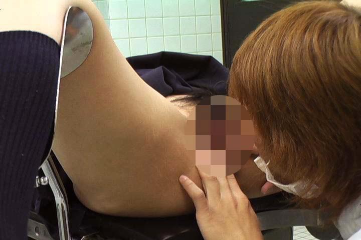 あどけなさの残る少●に陰部を露出するなりすまし医療従事者盗撮6