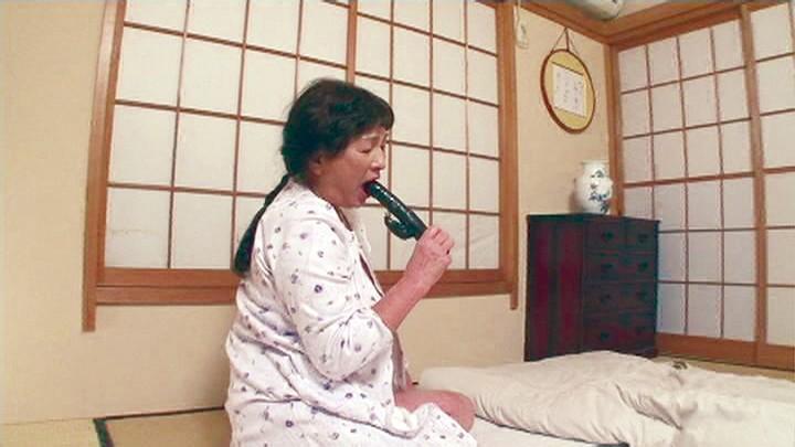 指でマ○コをぐりぐり捏ね回す年季の入った超熟オナニー 有賀由美子 キャプチャー画像 10枚目
