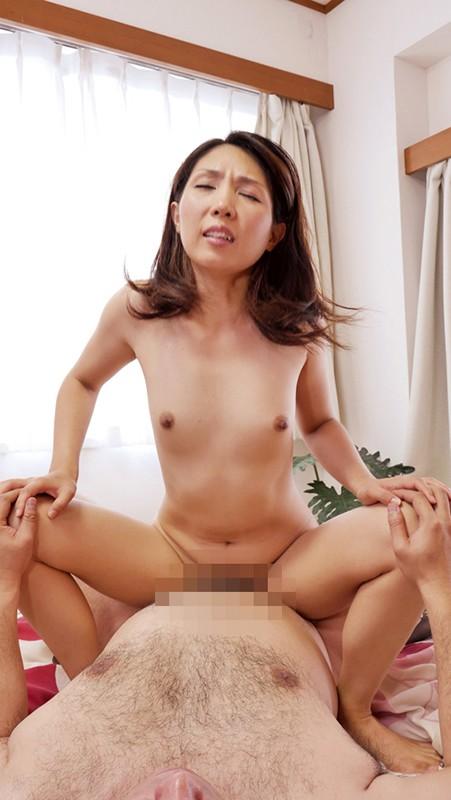 湿った股間が雌の匂い全開 おばさんのどスケベ性交10人 キャプチャー画像 14枚目