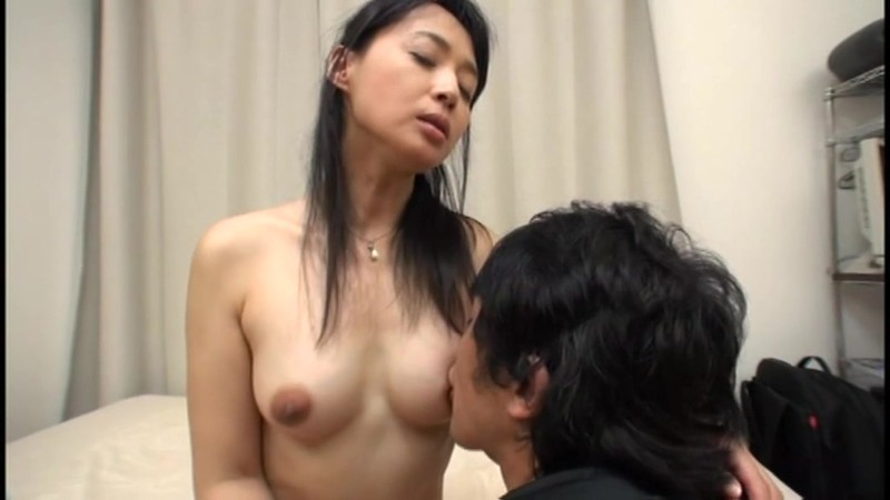 息子と幸せに暮らす継母 安野由美 48歳 画像7