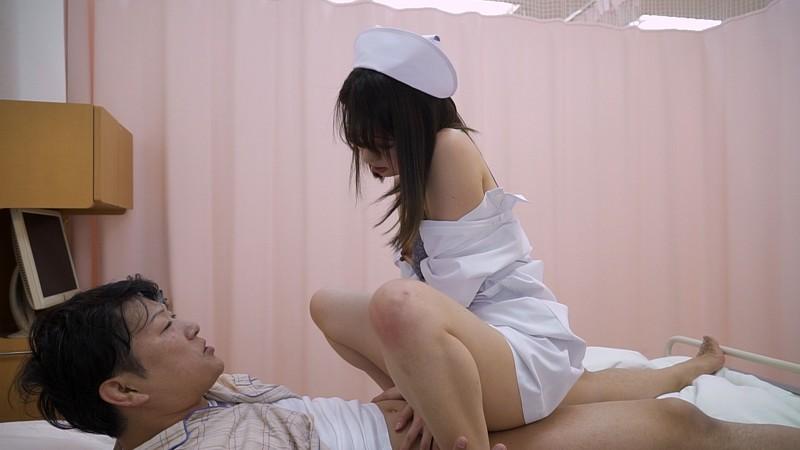 「溜まってるでしょ?」年上の看護師が優しく馬乗り騎乗位でオナニーのお手伝い 11枚目