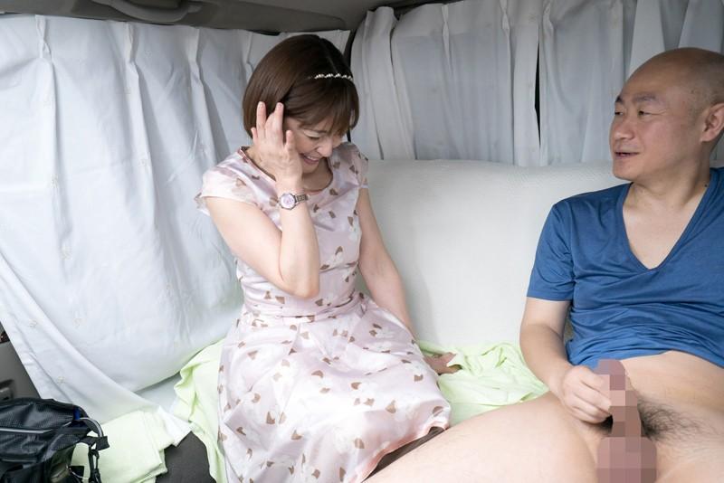 おばさん!おち○ぽシゴいて下さい!男のセンズリに欲情する熟女の性2 9枚目