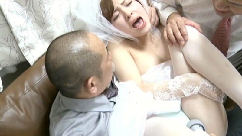 【人妻】爆乳の人妻の、他人棒寝取られ輪姦プレイがエロい。
