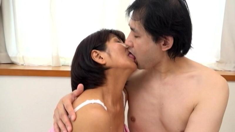 倦怠期の夫婦に見て欲しい!幾つになっても仲睦まじい熟年を迎えた夫婦の愛のあるセックス 2のサンプル画像