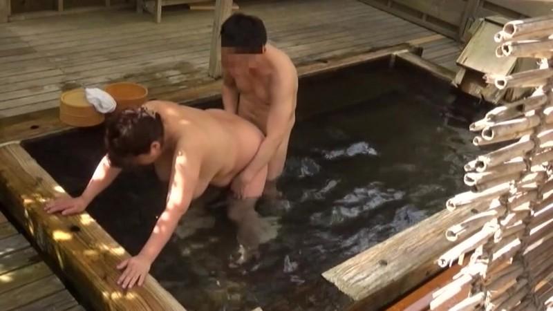 人里離れた山奥にある温泉宿 混浴風呂に仕込んだカメラが捉えたワイセツ映像の数々 混浴温泉(秘)盗撮 Part3