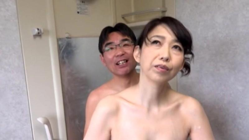 倦怠期の夫婦に見て欲しい!幾つになっても仲睦まじい熟年を迎えた夫婦の愛のあるセックス 41