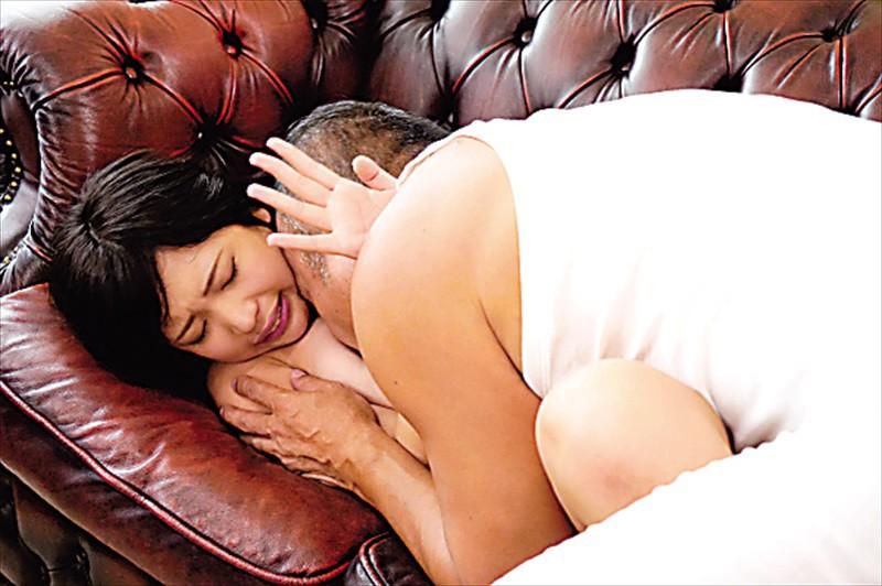 「あなた、ごめんなさい…。」妊娠危険日にムリヤリ義父に種付け中出しされています… 高杉麻里 画像6