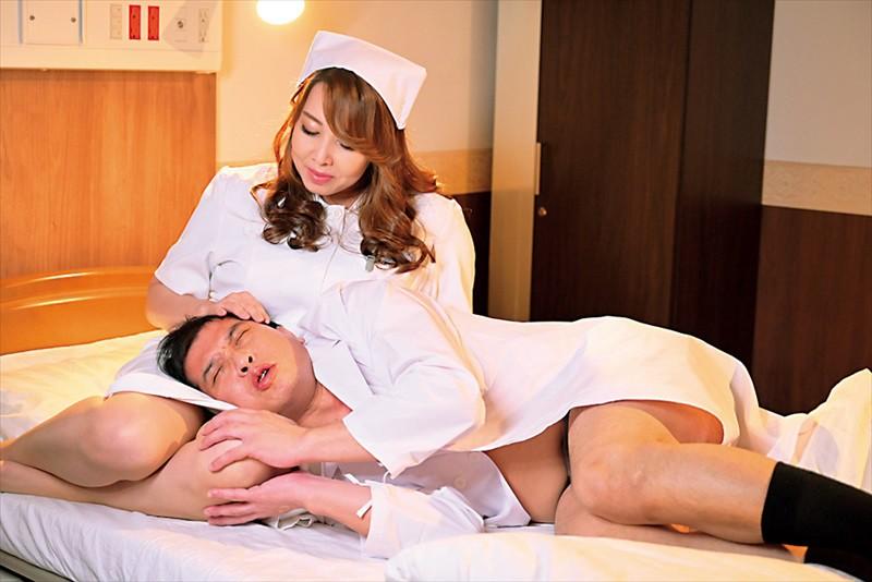 嫉妬心に狂って不倫をしてしまった人妻たち 恋敵のナースを襲わせ旦那を寝取る看護師 風間ゆみ 13枚目