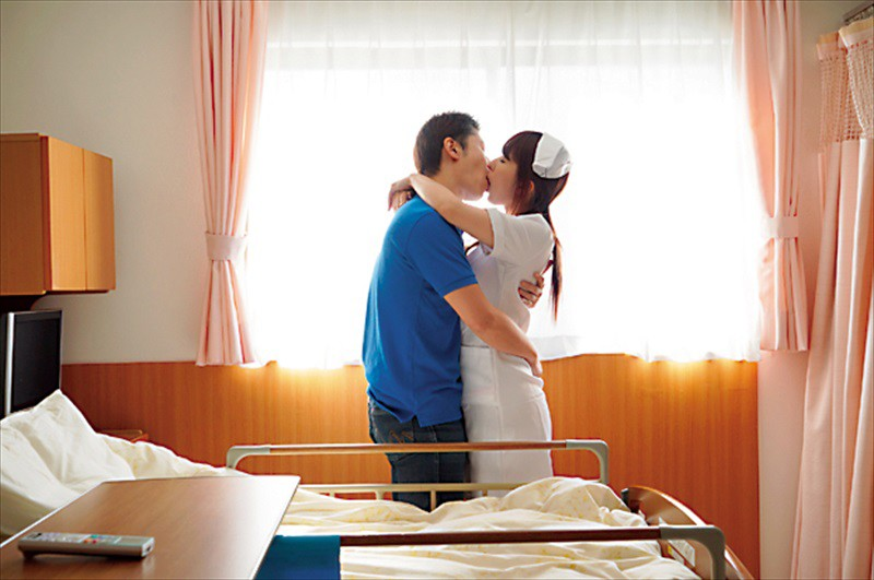 嫉妬心に狂って不倫をしてしまった人妻たち 恋敵のナースを襲わせ旦那を寝取る看護師 風間ゆみ 4枚目