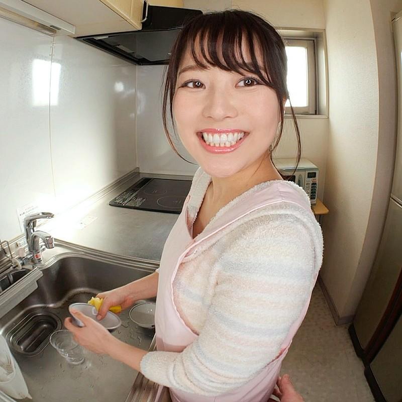 【VR】キッチンで作業する彼女にセクハラ!怒られるもめげずにセクハラしていると欲情した彼女が迫ってきて…キッチンでイチャラブエッチ! 宮沢ちはる 画像3
