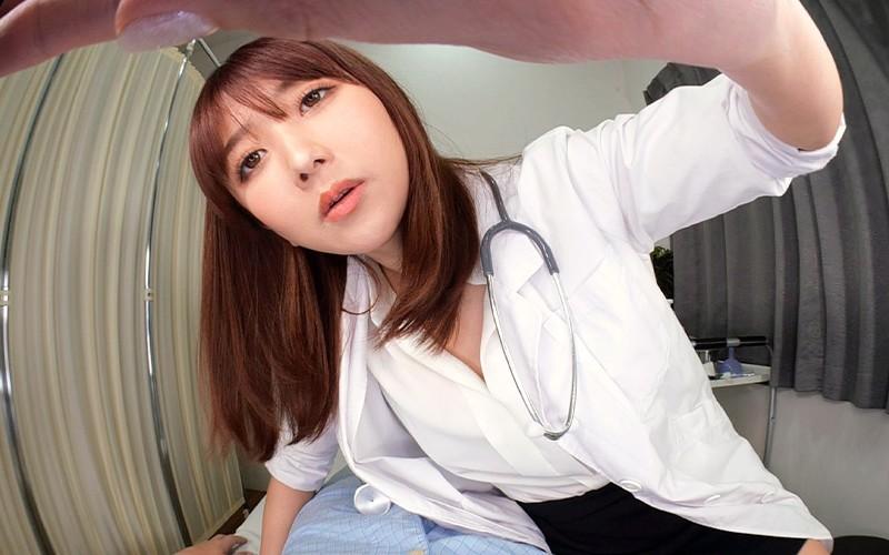 【VR】暴発寸前の入院10日目に狙いを定めてチンポ狩りを楽しむドスケベ女医 大槻ひびき10