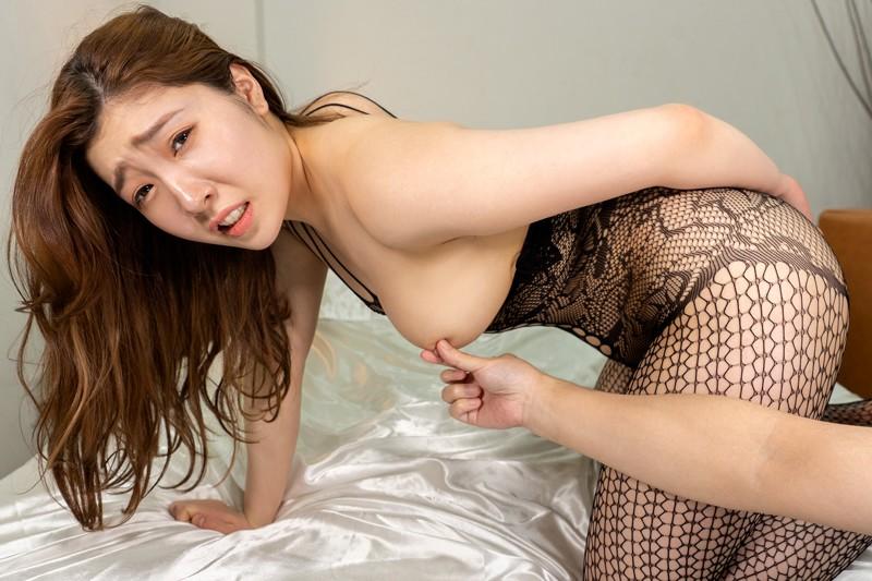 【VR】妻不在、在宅ワーク中の夫に迫る下着訪問販売員 美波沙耶12