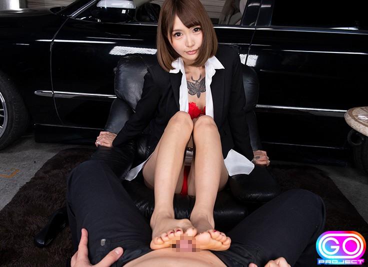 巧みな足コキでフルボキさせる佐藤エル
