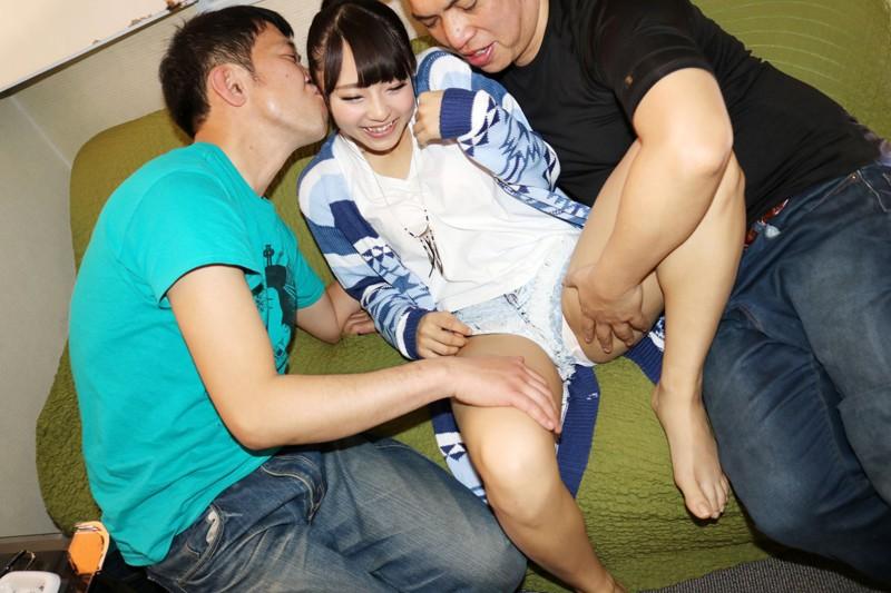 JK好きな親父ナンパ師が人生で一番勃起した スレンダーで顔出しOKの神レベル美少女を3人で廻しました。|無料エロ画像1