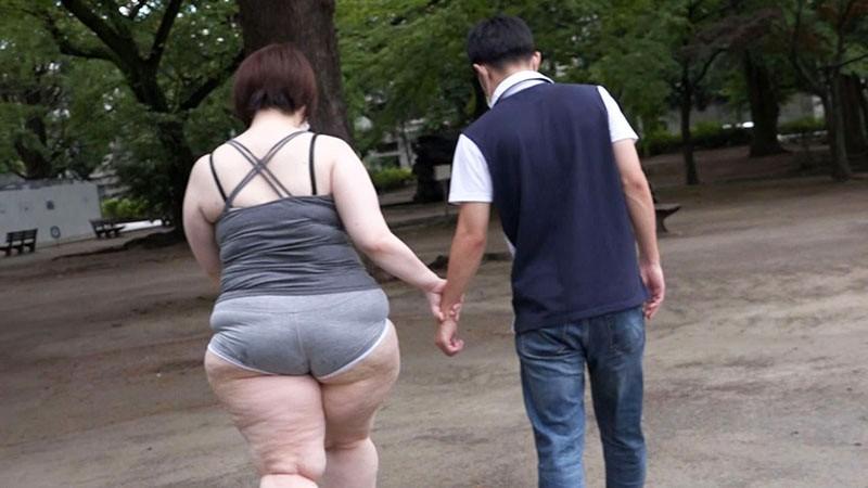 巷で噂の痴女は男を漁りに街を徘徊する爆乳お化け尻セルライト☆ホットパンツ未亡人 とわこ(35歳) 4枚目