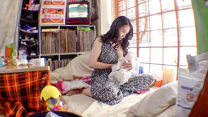 母乳2穴屋 ミルクとアナル 俺の嫁は母乳を吹き出しながらアナルでイきまくる女だった件 みのり34歳 1枚目