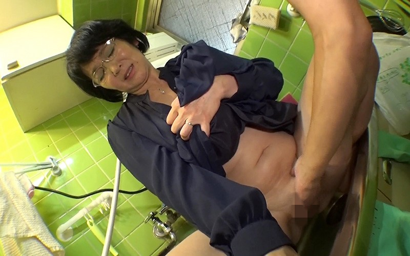 愛しのデリヘル嬢 素人売春生中出し 盗撮強制撮り下ろし 上島さん(主婦)51歳 キャプチャー画像 6枚目