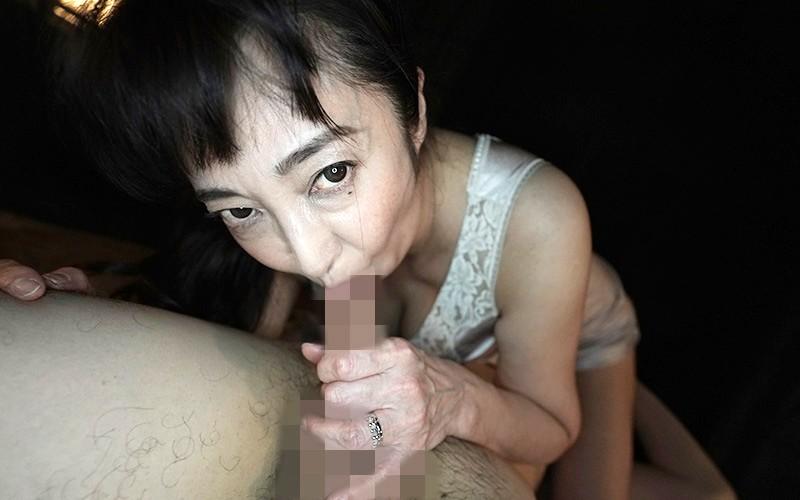 素人わけあり熟女生中出し あやこ58歳 Fカップ 彼を思うと濡れてくるこの歳で恥ずかしい女なんです…。 16枚目
