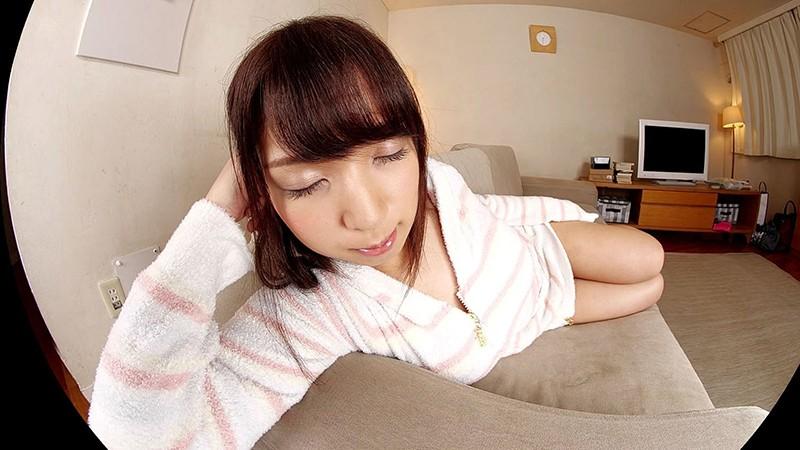 【VR】柊るい うたた寝カノジョにこっそりいたずら…「目が覚めた時…目の前に好きな人がいるっていいね」小柄で巨乳なムチムチ彼女といちゃいちゃ中出しエッチ! 画像2