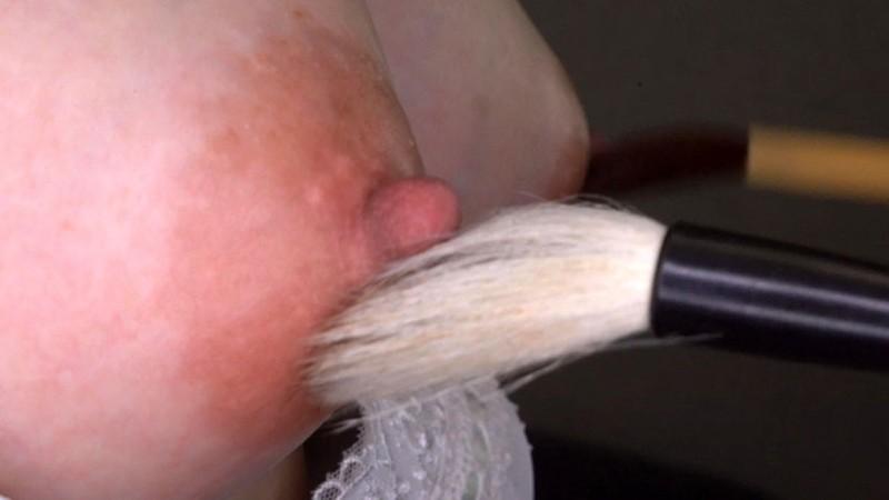 熟女の勃起乳首いじり キャプチャー画像 11枚目