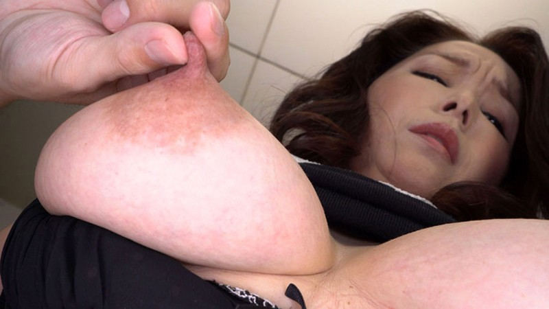 熟女の勃起乳首いじり キャプチャー画像 18枚目