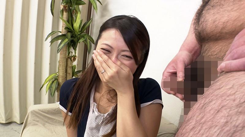 素人妻センズリ鑑賞 ちっちゃいチ●ポコを優しく褒めて可愛がってくださる母性の強い奥様たち|無料エロ画像9