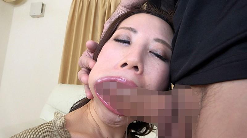 憧れのデカチンでイラマチオ志願!上下の口でイキまくる美熟女 キャプチャー画像 5枚目