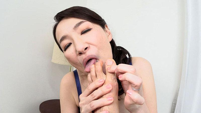 「経験が少ない若い男の子が大好き」やわらかオッパイ美人妻の嬉し恥ずかし母性たっぷりセックス 画像12