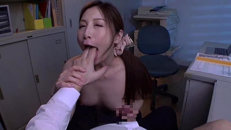 痴女が魅せる積極的な喉奥イラマ 佐々木あき 11枚目