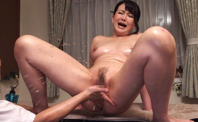 気の弱そうな女性に性欲処理させ続ける悪徳マッサージ師 浅井舞香