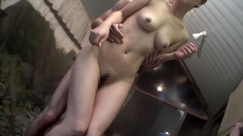 汗で蒸れた完熟マ●コに勃起棒を生インサ〜ト 立花美里 画像9