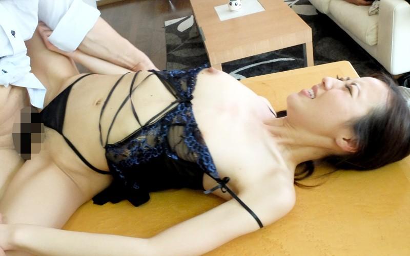人妻エロ動画「美人の奥さんに中出し 夏原あかり」の無料サンプル動画