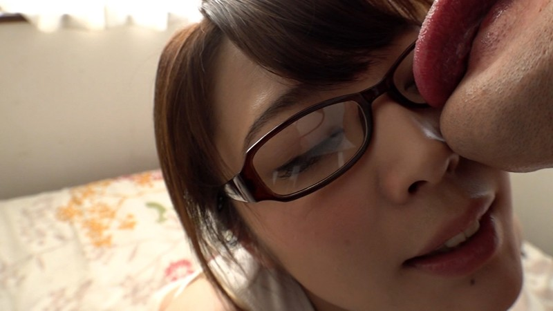 変態メガネ女子はじめます。あなたの精子と唾液で私のレンズを汚してください。 川越ゆい 2枚目