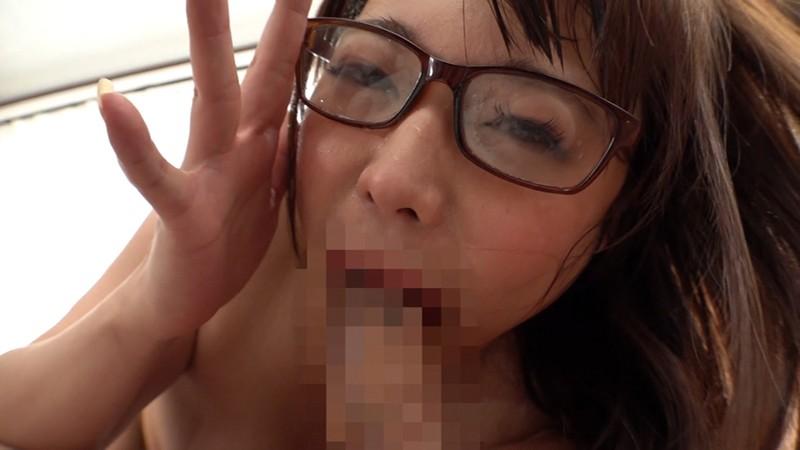 変態メガネ女子はじめます。あなたの精子と唾液で私のレンズを汚してください。 川越ゆい 4枚目