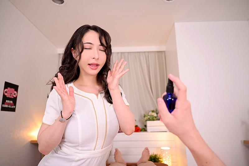 【VR】【本番禁止!お触り禁止!】の健全メンズエステ店でキメパコ! 馴染みの美巨乳エステ嬢とヤリたすぎて、おチ○ポのことしか考えられなくなるまで【媚薬】を使いまくった…バレちゃいけない内緒の中出しオイルエステサロン! 晶エリー 画像2