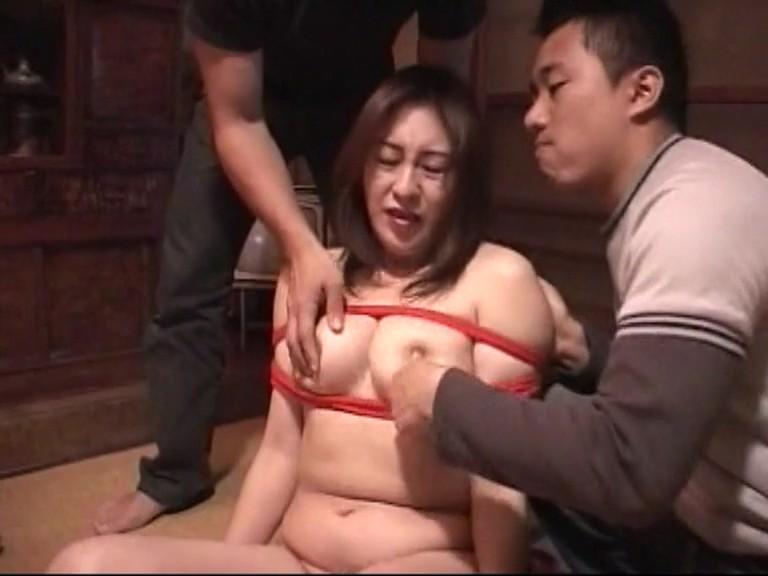 人妻肉どれい 専業主婦は肉玩具 ご近所の都合のいい肉玩具 7人のどれい性行為4時間と40分 画像3