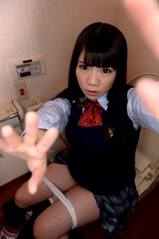 【VR】3DVRで妹のトイレに特攻!俺の妹は性奴●で肉便器!たっぷり出すからきれいにしてね! 久我かのん 画像3