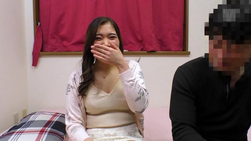 デカ尻の団地妻が欲求不満と聞いたので自宅にお邪魔してアヘ顔になるまでハメまくった(笑) 美波沙耶 1