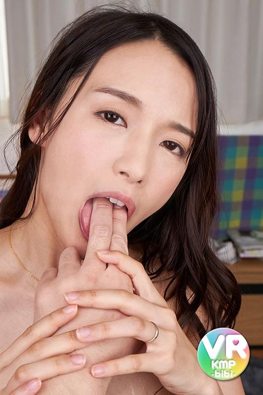 【VR】人妻26歳 私の唾液お譲りします。 向井藍3