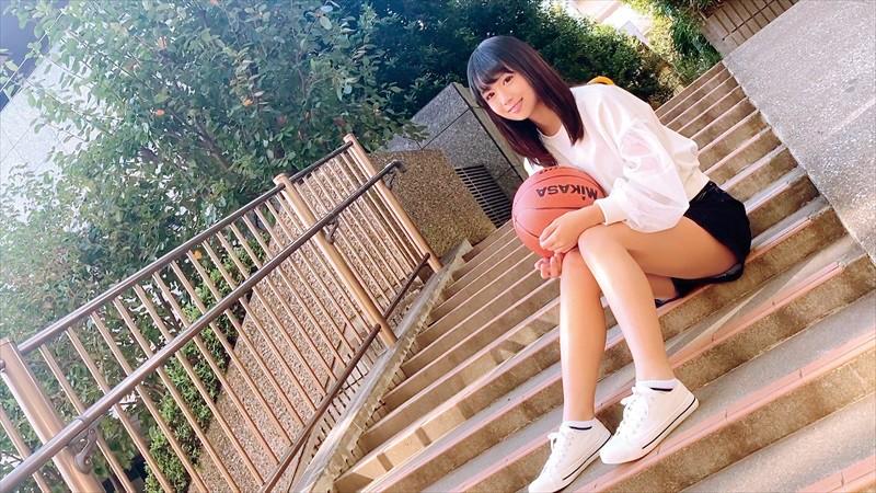 バスケに捧げた青春時代 経験人数1人 小麦肌が眩しい18才 Hの快感を知りたくてAVデビュー 野中萌 16枚目