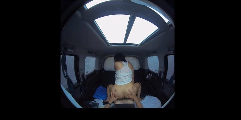 浜崎真緒と背面騎乗位で車の中でピストン運動