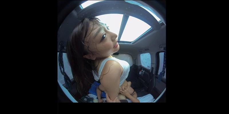 【VR】VR真夏の炎天下の狭い車内で汗だくになって肉食系カーセックスしまく...のサンプル画像