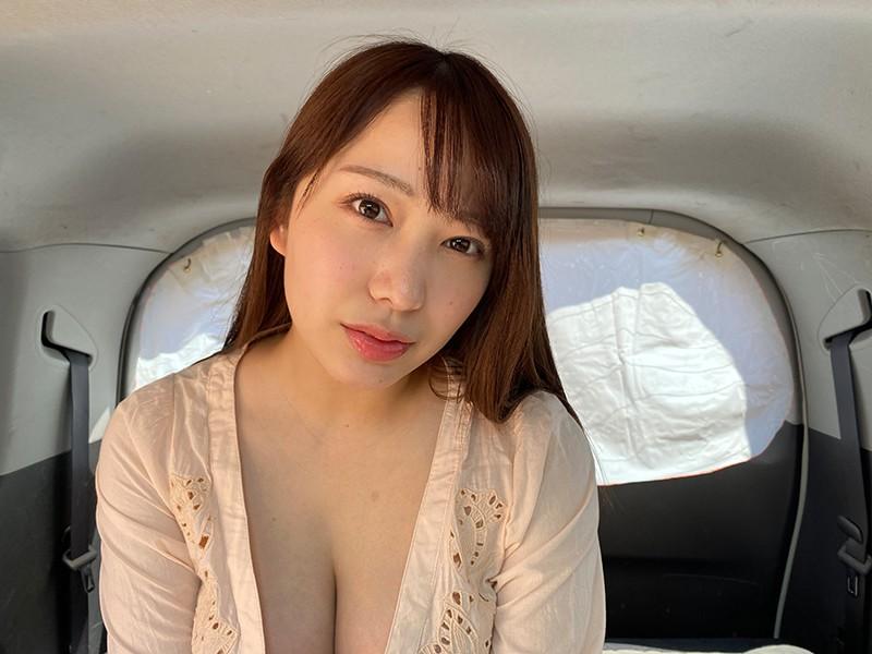 【VR】真夏の炎天下の狭い車内で汗だくになって肉食系カーセックスしまくりました 弥生みづき1
