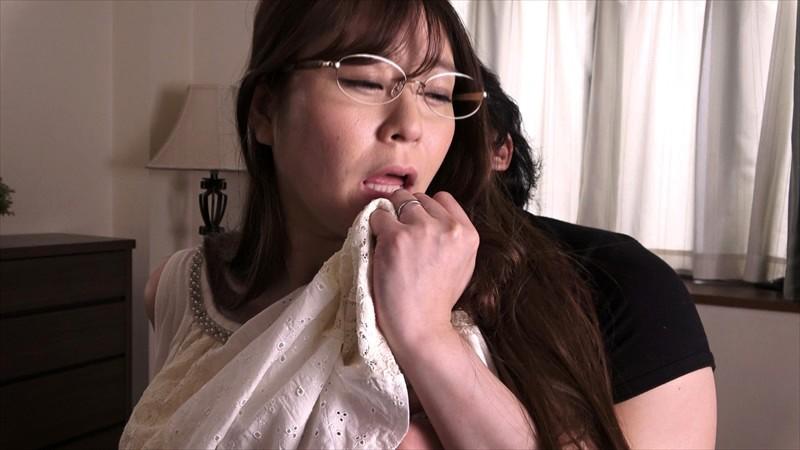 夫の出張中に何度も逝かされて超絶悶える巨乳妻 葵百合香 画像8