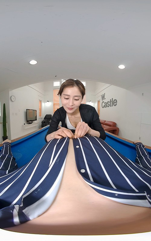 【VR】最速放出!韓国人妻、息子は登園させて他の男性と…!足指と花瓶を味わう不倫スペシャル! 画像3