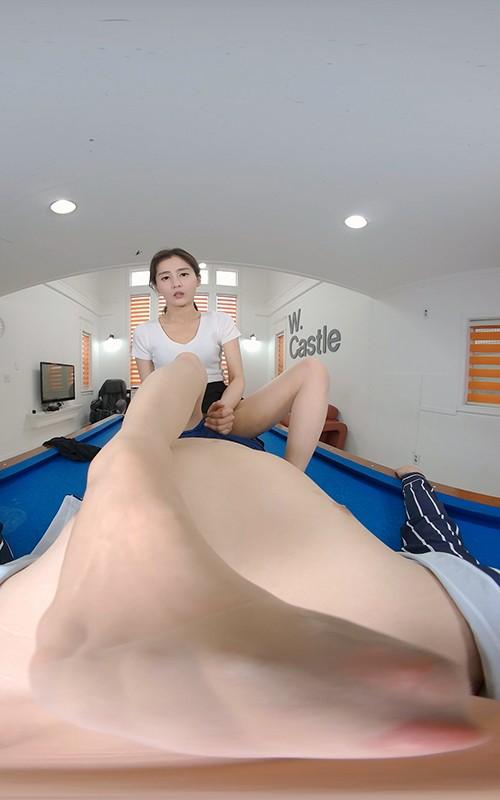 【VR】最速放出!韓国人妻、息子は登園させて他の男性と…!足指と花瓶を味わう不倫スペシャル! 画像4