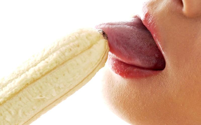 舌ベロフェチ〜バナナ舐め〜 麻里梨夏 13枚目